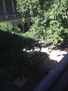 Binnentuin in de Facultad de Filologia van de UB