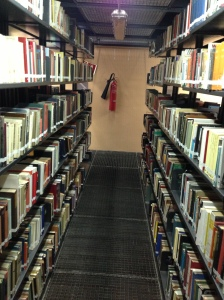 De bibliotheek van de UB is lang niet zo modern als die van de UA, zoals je ziet!
