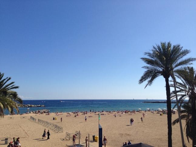 Half uurtje voor het school 'werken' op het strand...