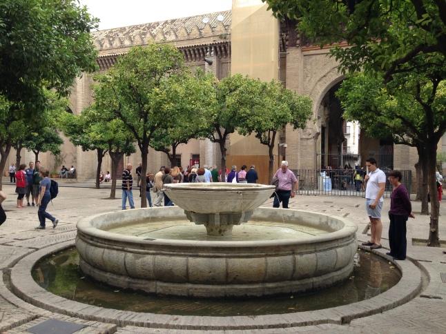 Binnenplein van de kathedraal in sevilla