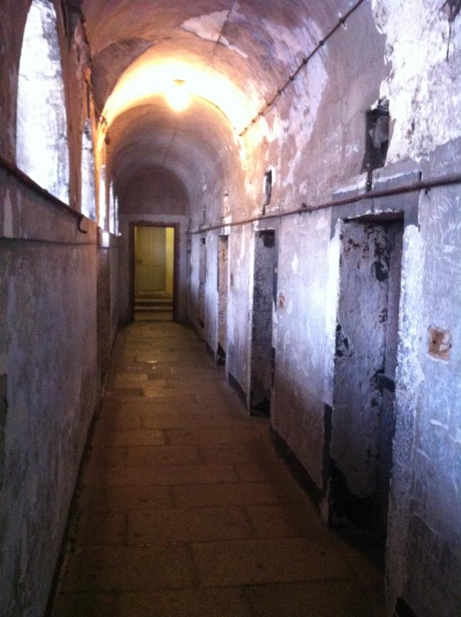 Een van de kille gangen in Kilmainham Gaol