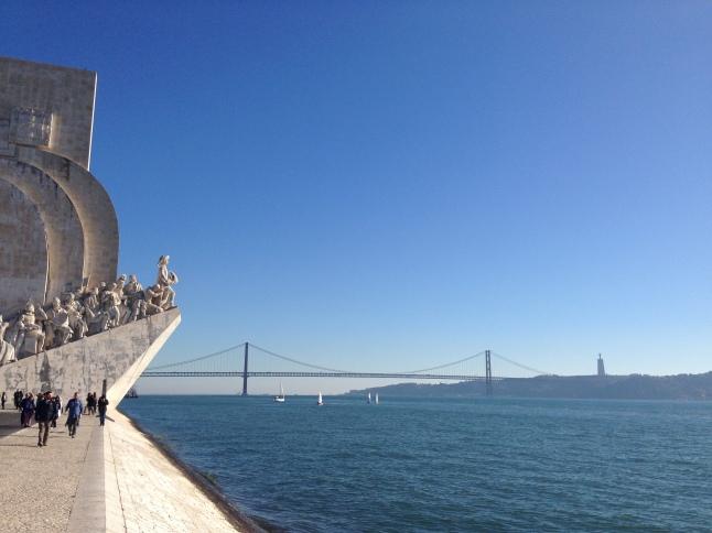 Het Monument of Discoveries, de Vasco da Gama brug en Cristo Redendor in Lissabon