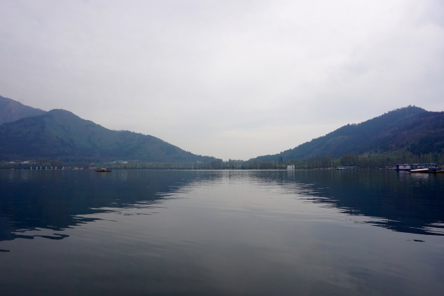 dal-lake-kashmir-india